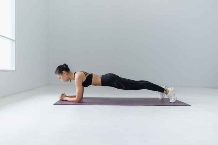 woman doing the plank